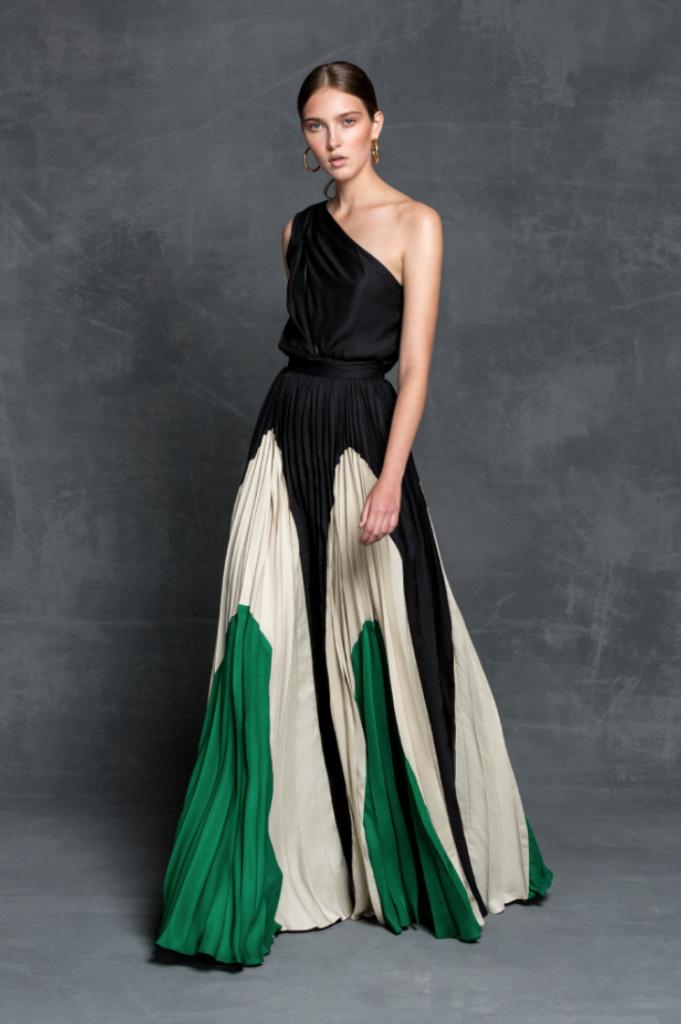 Fue ver un vestido concreto – este verde y negro- y sentir flechazo ( por  supuesto, no he visto, ni tengo intención de saber el precio, prefiero  soñar).